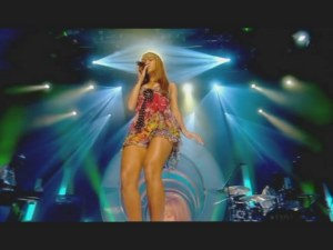 Beyonce - Me Myself and I (Live @ TOTP 16-01-2004)1